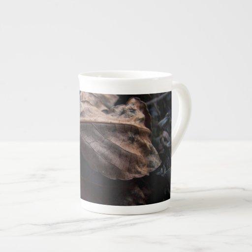 Litera crujiente de la hoja taza de porcelana