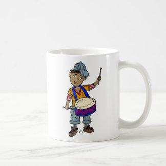 Little Boy con los tambores Taza