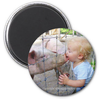 Little Boy y cerdo Imán Redondo 5 Cm