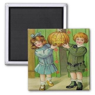 Little Boy y chica con la linterna de Jack O Imán Cuadrado