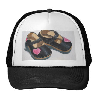 LITTLE GIRL'S SHOES WITH HEART TRUCKER HAT