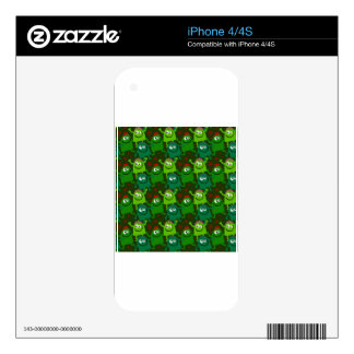 Little Green Men Skins For The iPhone 4