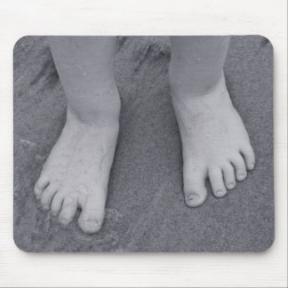 Little toes mouse pad