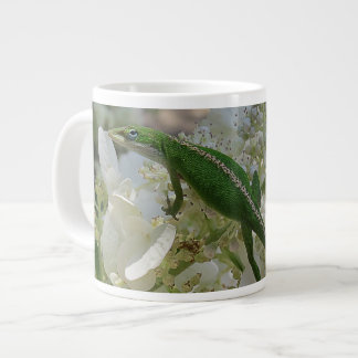 Lizard Hanging Out on A Pinky Winky Large Coffee Mug