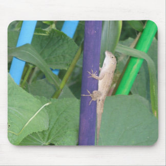 Lizard in the plants mouse pad