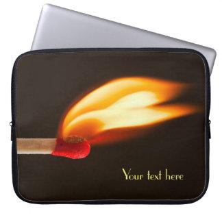 Llama anaranjada y amarilla del fuego mangas computadora