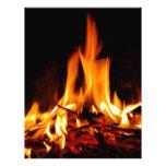 llama del fuego en fondo negro membrete a diseño