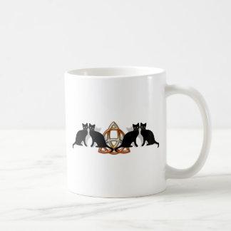 Llama Triquetra de Pentgagram de los gatos Tazas