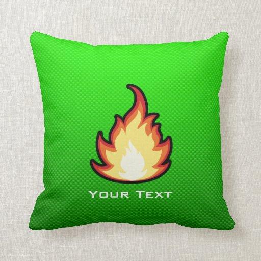 Llama verde del fuego almohada