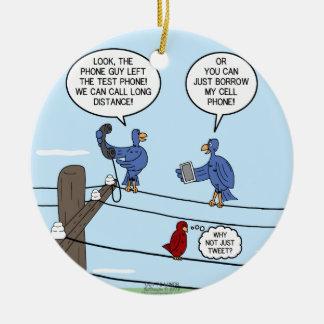 Llamadas del pájaro adorno navideño redondo de cerámica