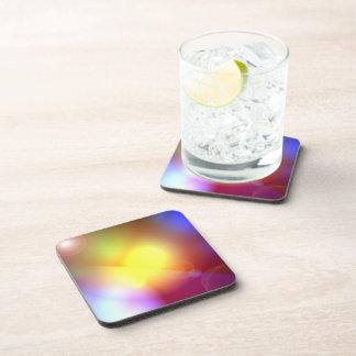 Llamarada coloreada arco iris de la lente posavasos de bebida