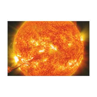 Llamarada solar o eyección total de la guirnalda e impresiones de lienzo
