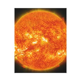 Llamarada solar o eyección total de la guirnalda e impresion de lienzo