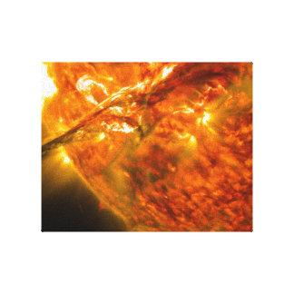 Llamarada solar o eyección total de la guirnalda e impresión en lona estirada