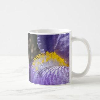 Llamas amarillas taza de café