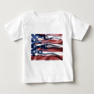 Llamas de la bandera americana playera de bebé