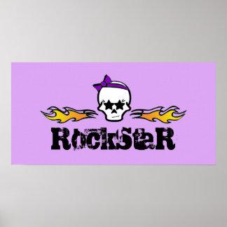 Llamas de Rockstar y cráneo de Girlie con un arco Póster