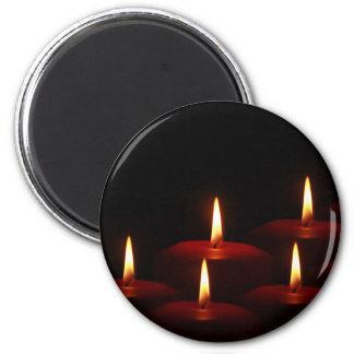 Llamas de vela del advenimiento del día de fiesta  imán redondo 5 cm