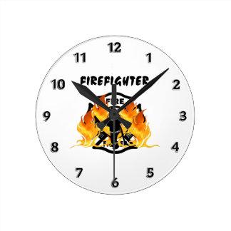 Llamas del cuerpo de bomberos reloj redondo mediano