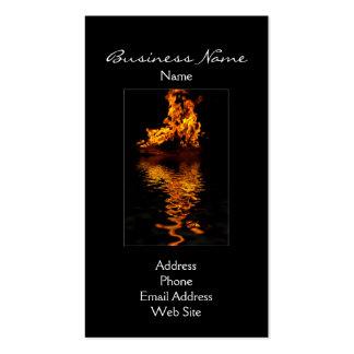 Llamas del fuego que queman tarjetas de visita cal