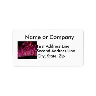 Llamas púrpuras y negras en pintura de aerosol etiqueta de dirección