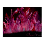 Llamas púrpuras y negras en pintura de aerosol postal