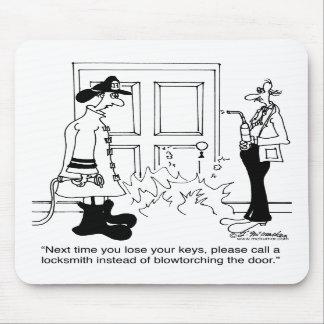 Llame a un cerrajero antes de usar una lámpara de  alfombrilla de raton