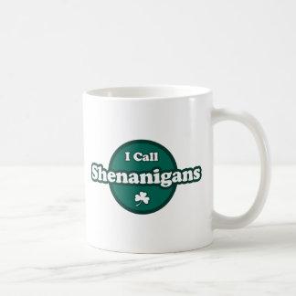Llamo Shenanigans refrán irlandés lindo Taza Básica Blanca