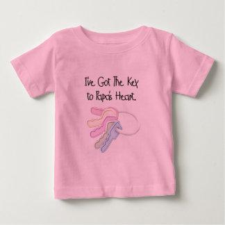 Llave a las camisetas y a los regalos del corazón polera
