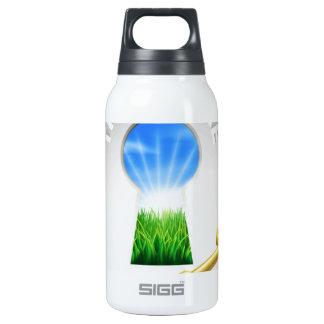 Llave al concepto de la fama botella isotérmica de agua
