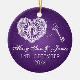 Llave elegante del favor del boda a mi púrpura del adorno navideño redondo de cerámica