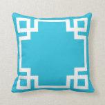 Llave griega blanca azul de la aguamarina almohada