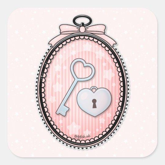 Llave y cerradura del corazón en un marco del pegatina cuadrada