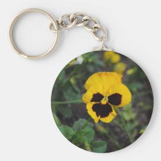Llavero amarillo de la flor del pensamiento