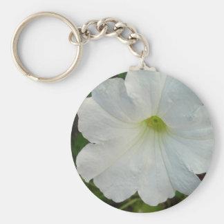 Llavero blanco de la flor de la petunia