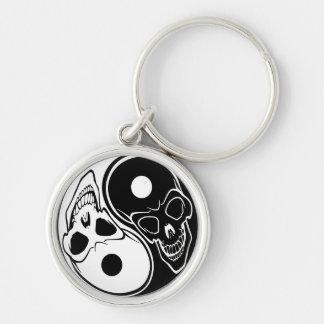 Llavero blanco y negro del cráneo de Yin Yang