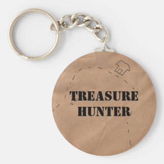 Llavero: Cazador de tesoros, en un mapa viejo Llavero Redondo Tipo Pin