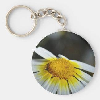 Llavero: Flor salvaje de la margarita Llavero Redondo Tipo Pin