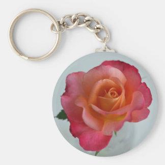 Llavero híbrido rosado y anaranjado del rosa de té