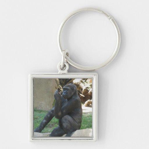 Llavero pensativo del gorila