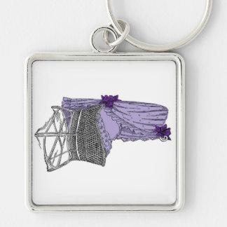 Llavero púrpura de la cuna del bebé