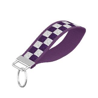 Llavero púrpura y blanco ondulado de la muñeca del