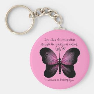 Llavero rosado y negro de la cita de la mariposa