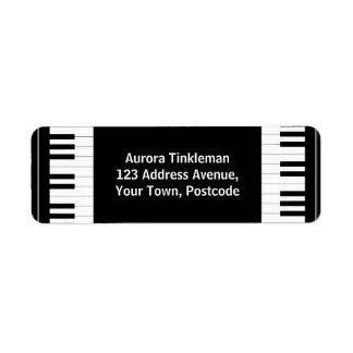 Llaves blancos y negros del piano etiquetas de remite