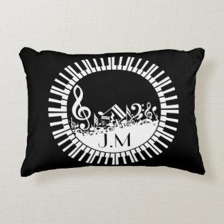 Llaves circulares del piano y notas embarulladas cojín decorativo