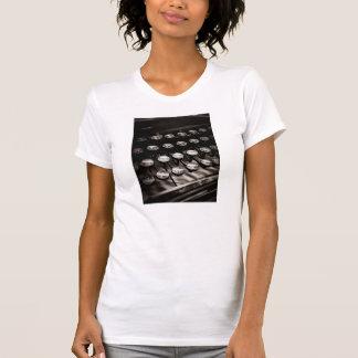 Llaves de la máquina de escribir del vintage en bl camisetas