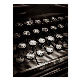 Llaves de la máquina de escribir del vintage en postal