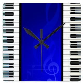 Llaves del piano con las notas musicales del efect relojes de pared