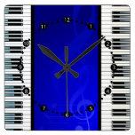 Llaves del piano con las notas musicales del efect relojes