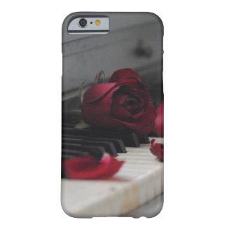 Llaves del piano con un rosa rojo funda para iPhone 6 barely there